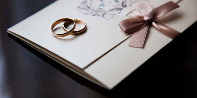 10 Dinge, die für eure Hochzeitseinladung wichtig sind