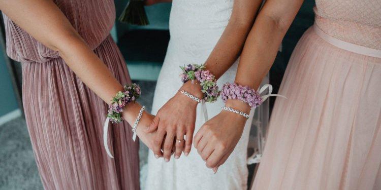 Armbänder für die Trauzeugin und den Brautjungfern