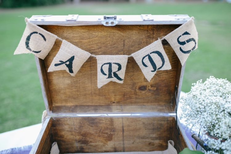 Briefbox für die Umschläge und Karten am Tag der Hochzeit