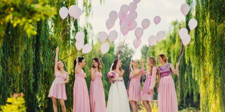 Gäste zwischen der Trauung und Hochzeitsfeier beschäftigen