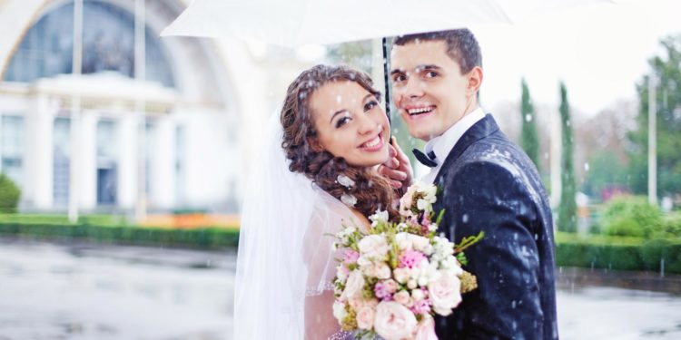 Regenschirme für die Hochzeit: Damit ihr nicht im Regen steht