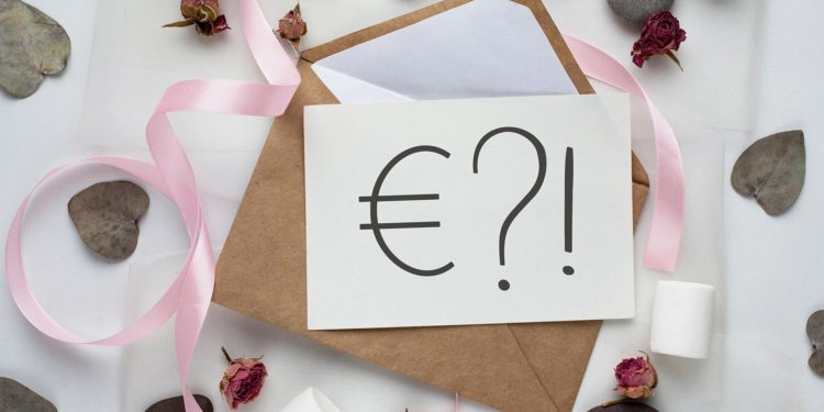 Geldgeschenk-Sprüche für die Einladungen der Hochzeit