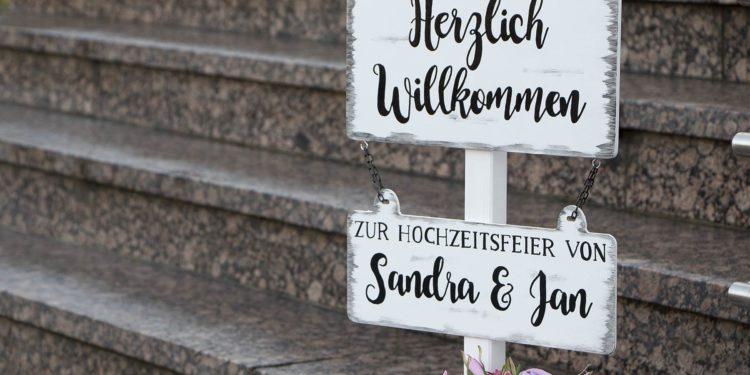 Handbemalte Willkommensschilder aus Holz für eure Hochzeit