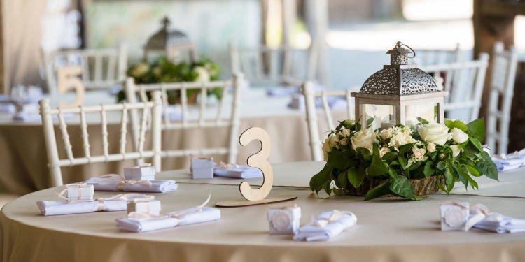 Tischnummern für die Hochzeit: Übersicht günstiger Modelle