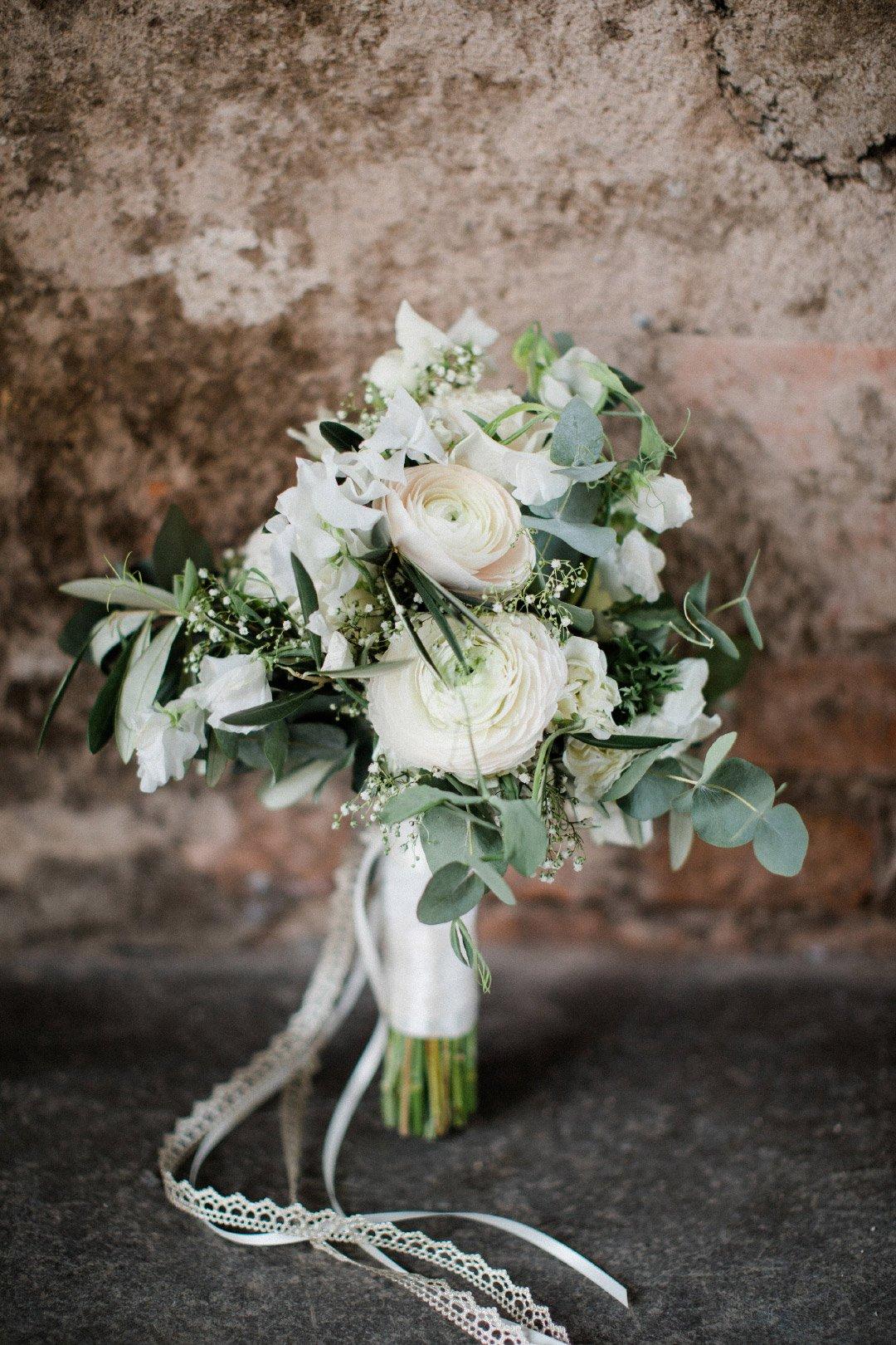 Brautstrauß mit viel Grün