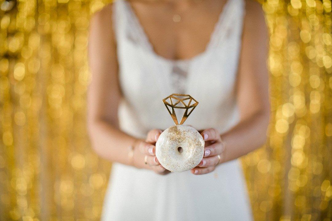 Donut bei der Hochzeit als süßer Diamantring