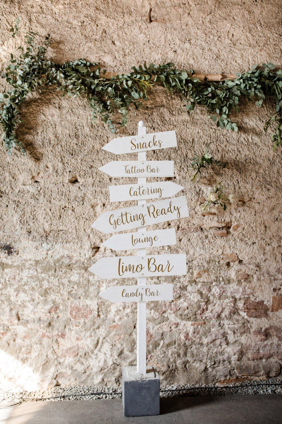 Hochzeit Wegweiser aus Holz
