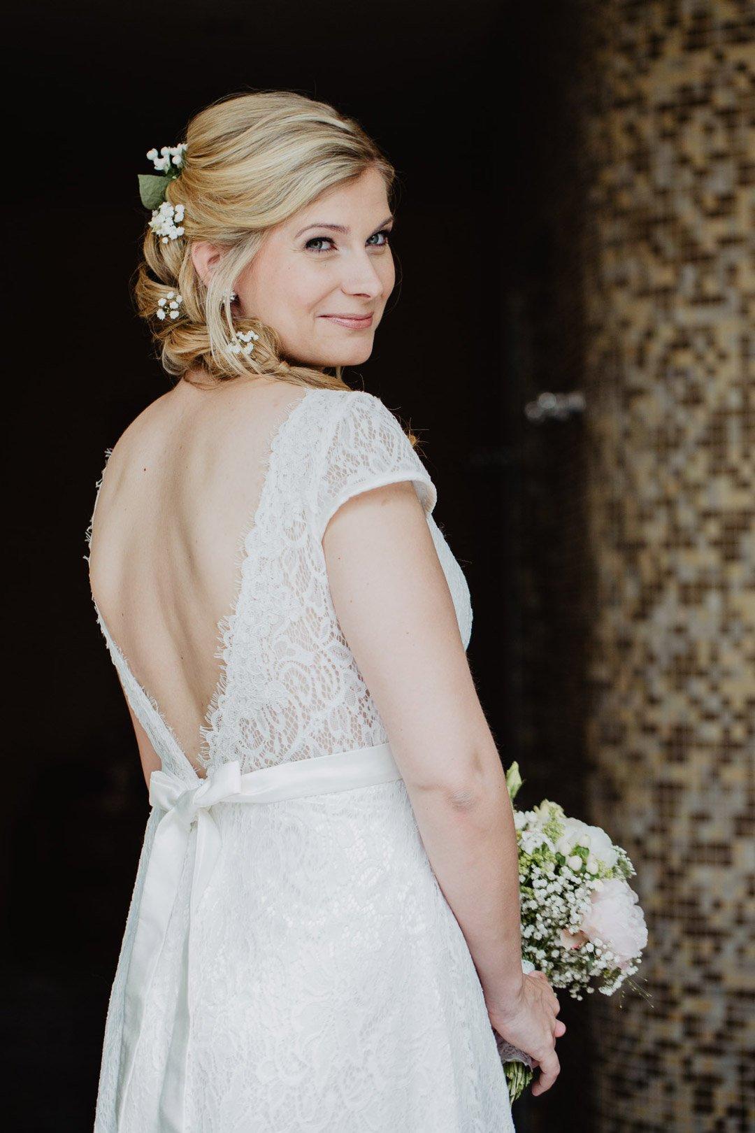 Braut Isabell in ihrem hübschen Brautkleid von Aliexpress