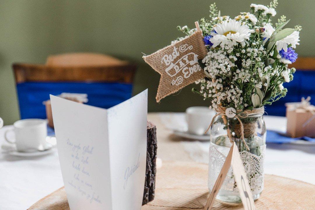 Rustikale Dekoration bei der Hochzeit