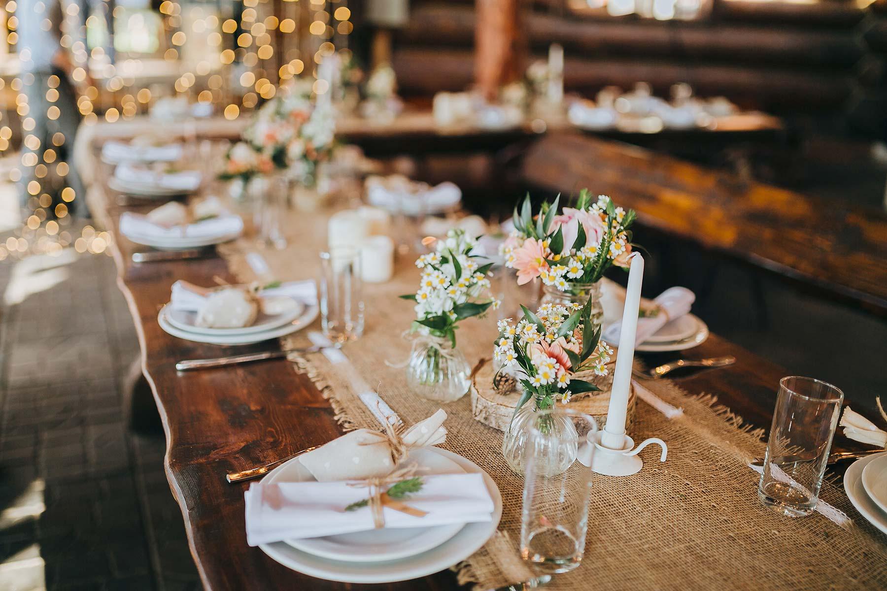 Jute Spitzen Laufer Fur Die Tischdeko Bei Der Hochzeit