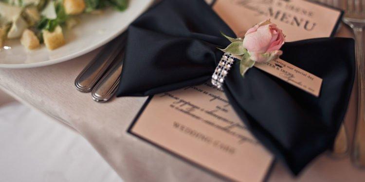 Menükartenhalter für die Hochzeit: Übersicht über verschiedene Modelle
