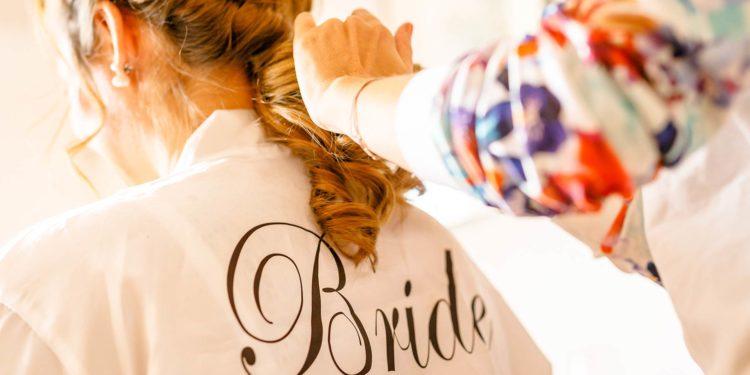 Brautbademantel: perfekt für das Getting Ready der Braut am Tag der Hochzeit