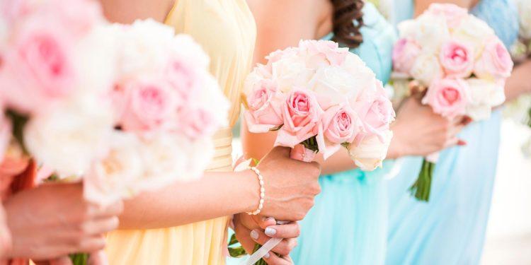 Farbige Kleider für die Braut bei der standesamtlichen Trauung