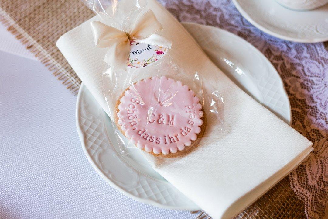 Ein personalisierter Keks als Gastgeschenk zur Hochzeit