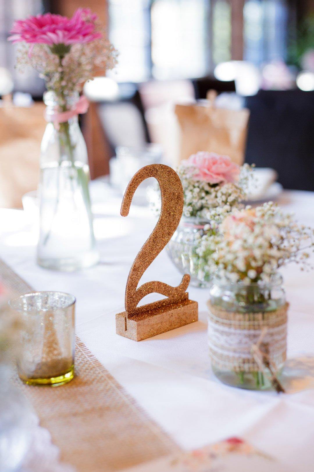 Tischnummer in Gold