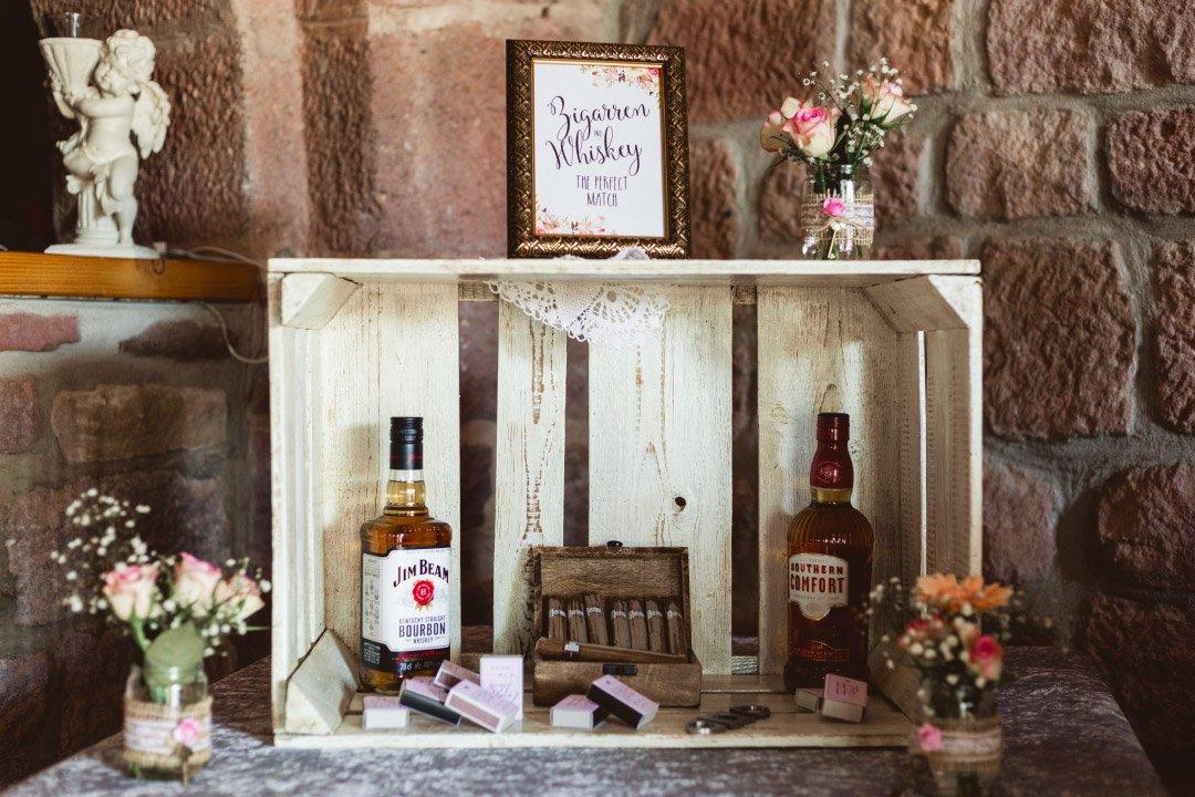 Zigarren und Whiskey Bar bei der Hochzeit von Carolin und Marcus