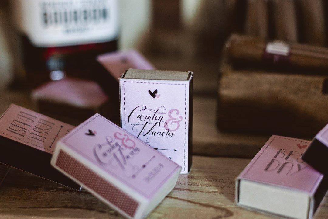 Personalisierte Streichholzschachteln bei der Hochzeit