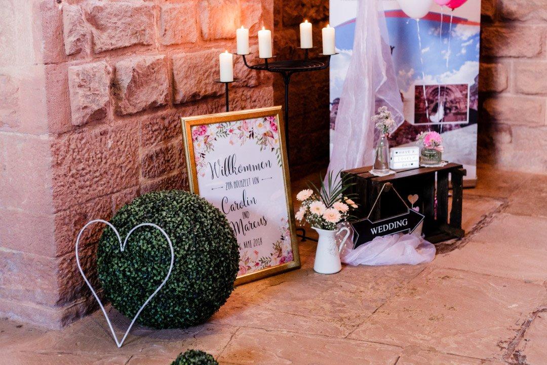 Dekoration in der Kirche bei der Hochzeit von Carolin und Marcus