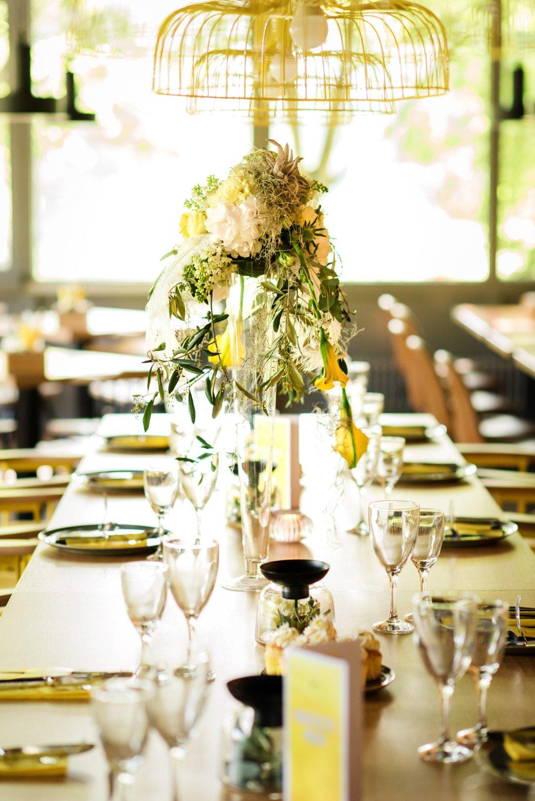 Tischdeko bei der Hochzeit in Gelb