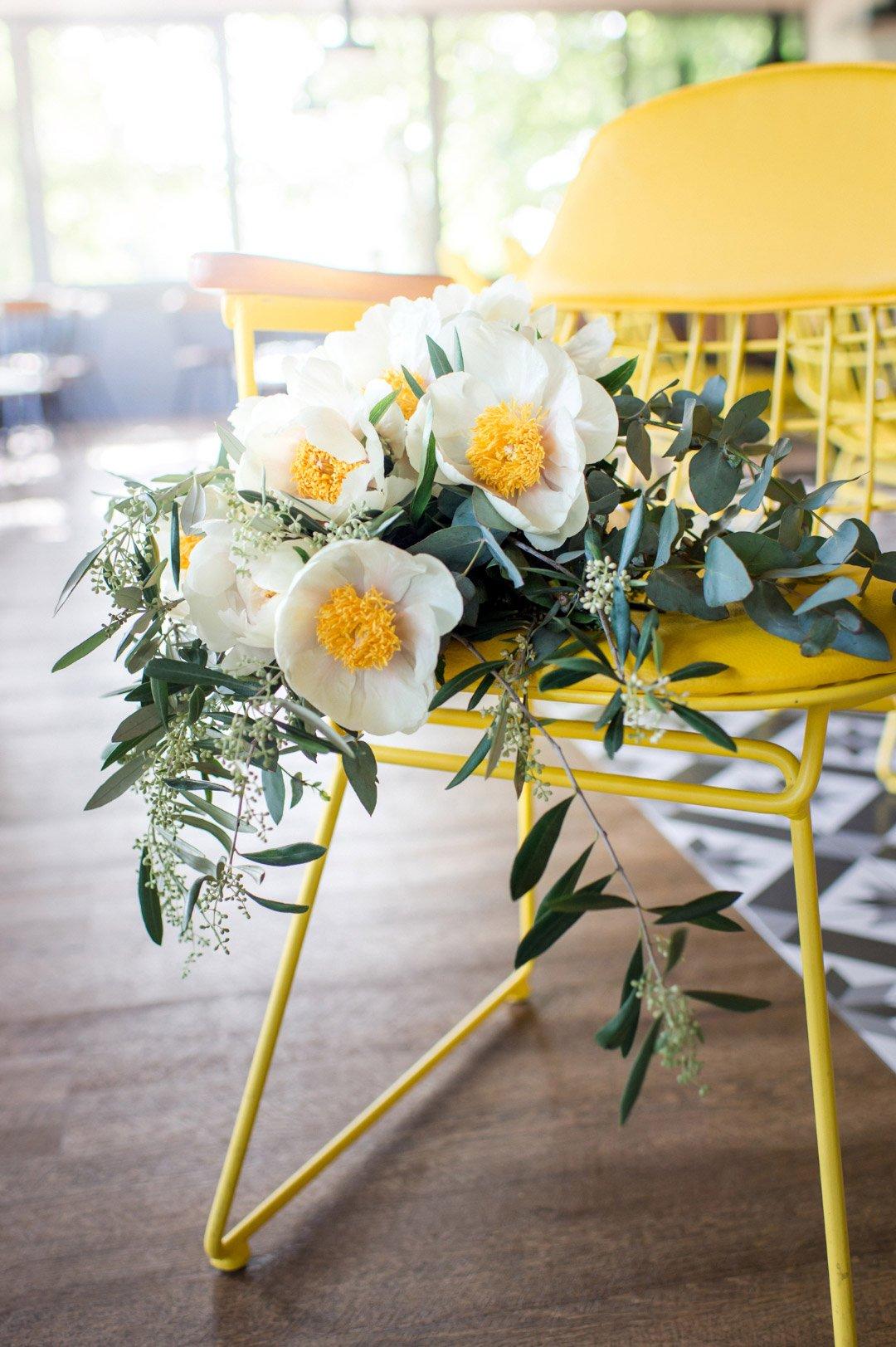 leuchtendes gelb als farbe f r die hochzeit so k nnte es aussehen. Black Bedroom Furniture Sets. Home Design Ideas