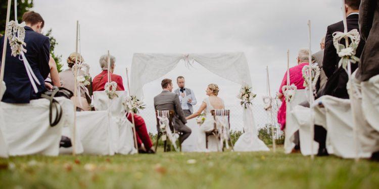 Bierbank-Hussen für die Hochzeit: Unsere Übersicht