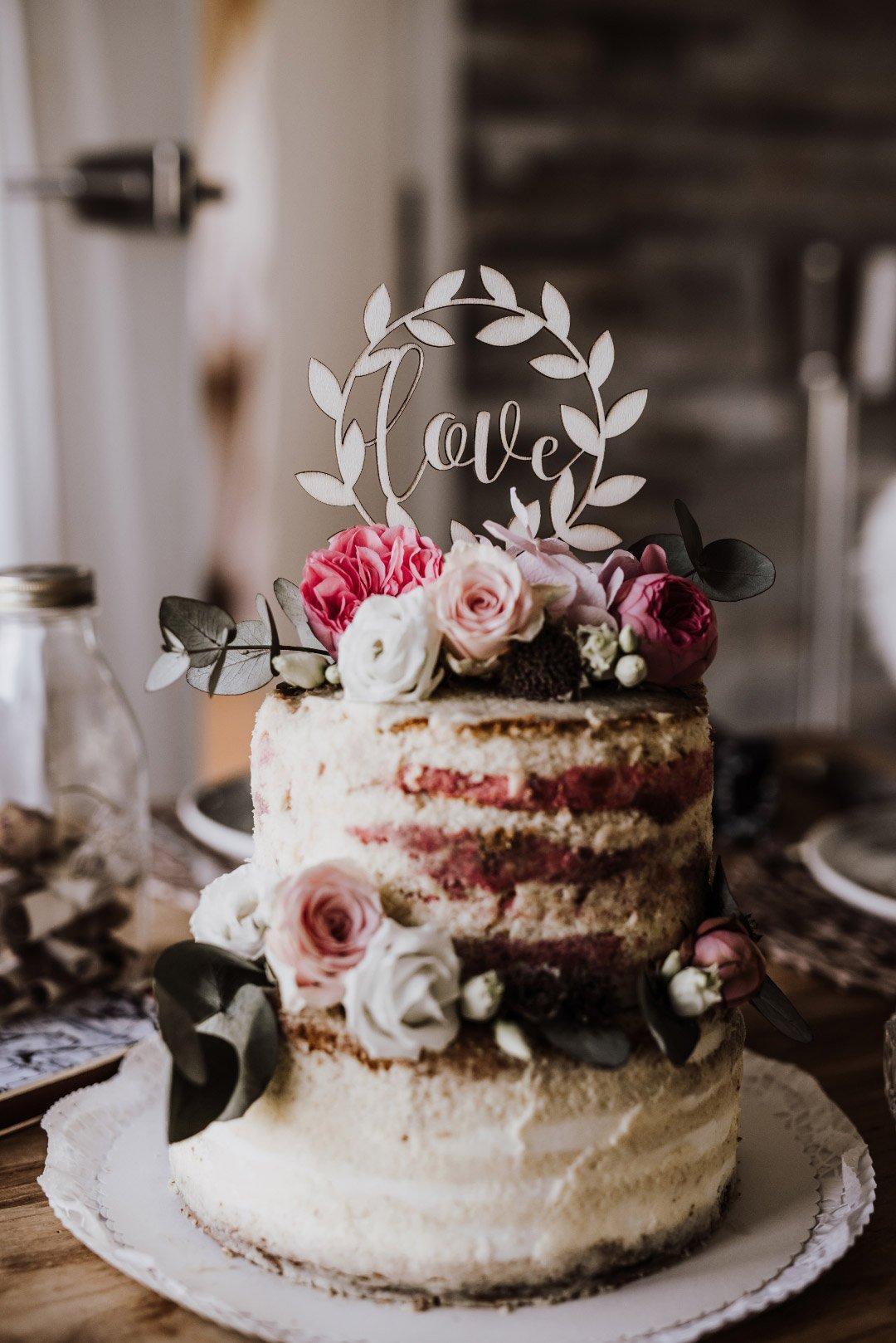 Naked Cake mit Love Caketopper aus Holz