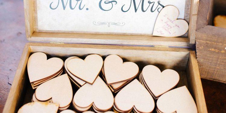 Gästebücher aus Holz für die Hochzeit