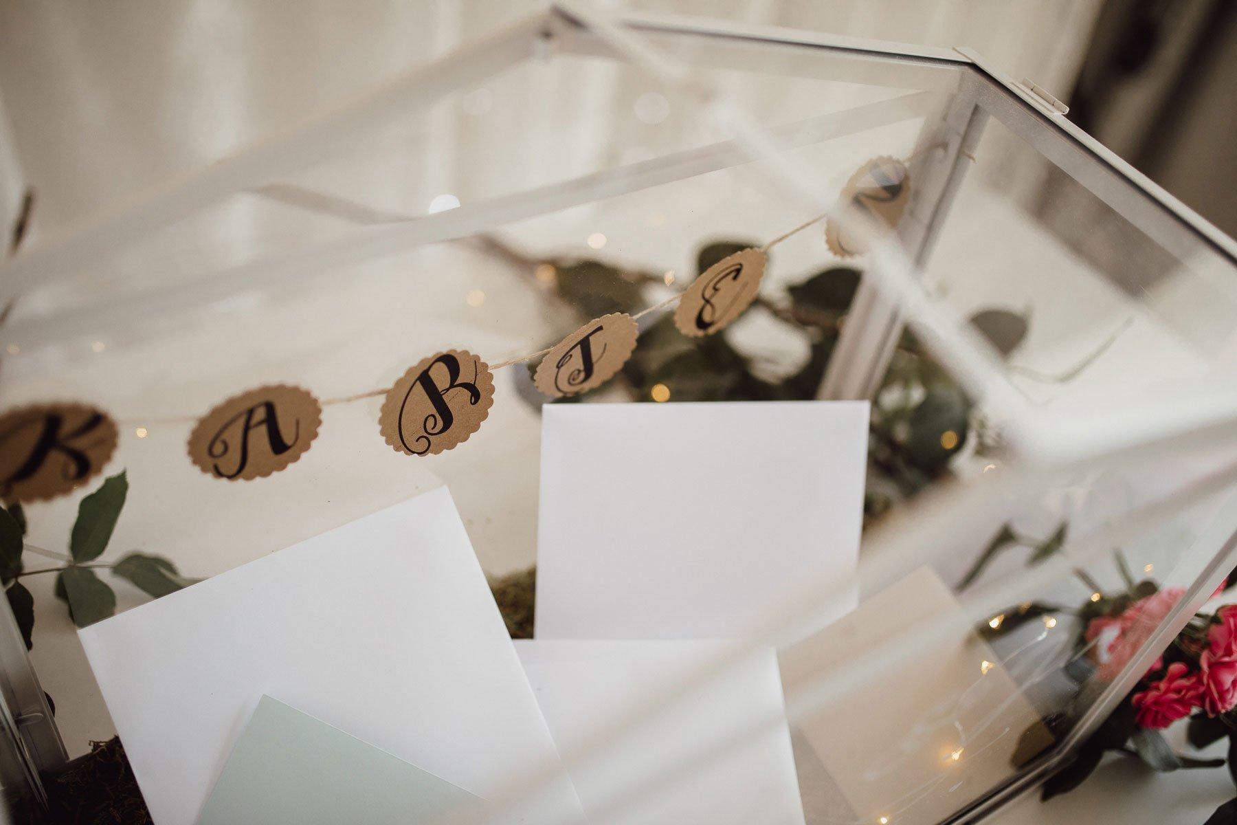Gewächshaus als Kartenbox bei der Hochzeit