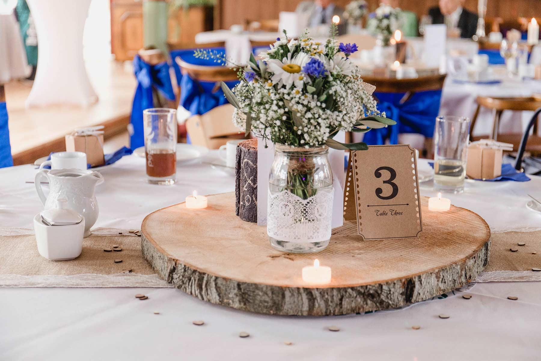 Holzscheiben Fur Die Hochzeit Perfekt Zur Dekoration Mehr