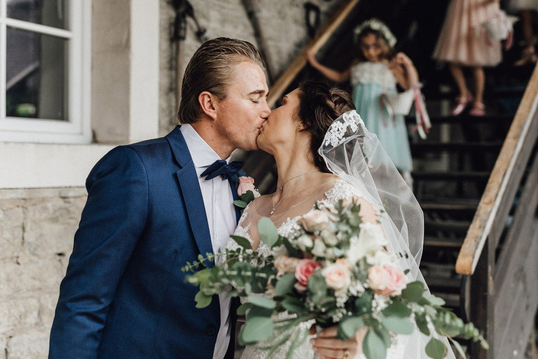 Braut und Bräutigam kurz nach der Trauung
