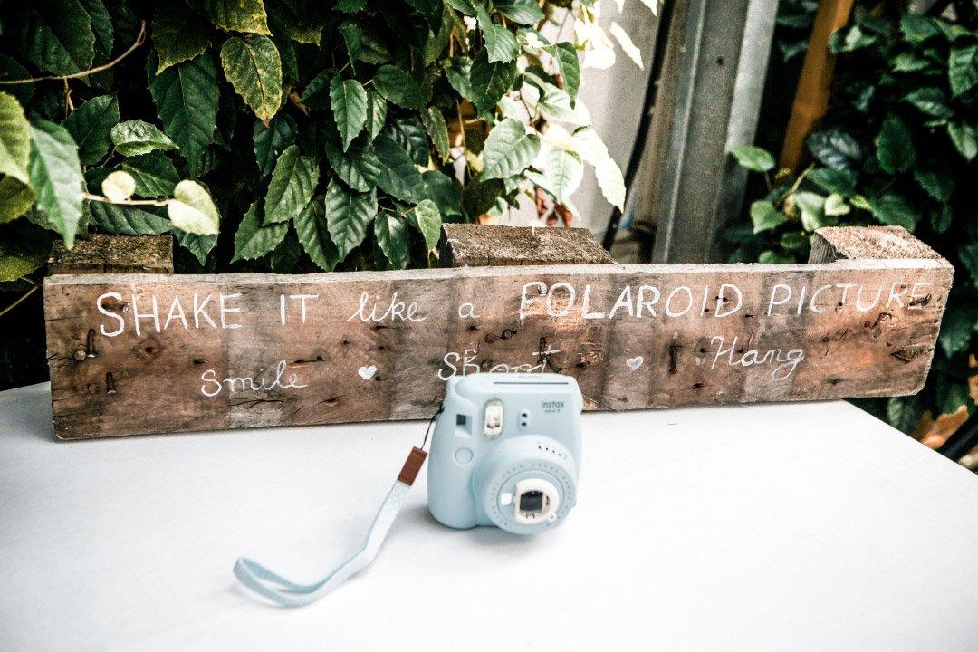 Instax Sofortbildkamera bei der Hochzeit