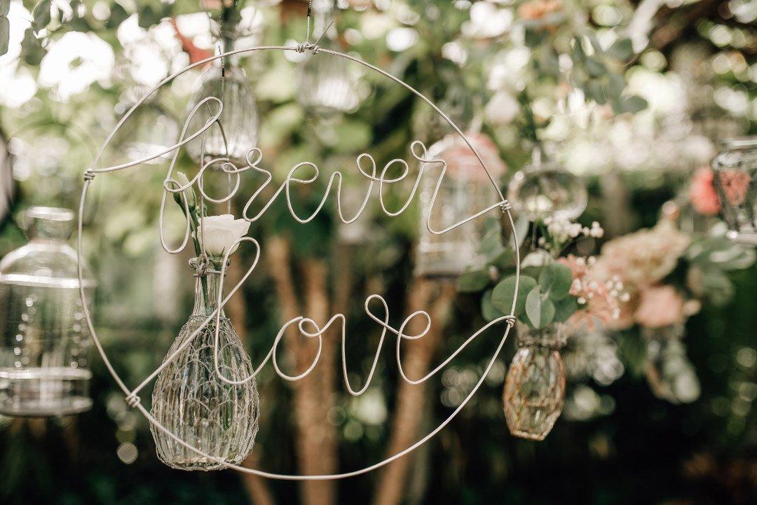 Draht als Schriftzug: Forever Love