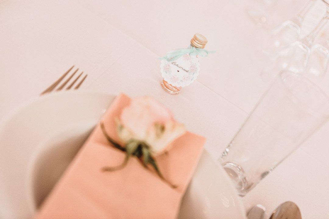 Ein kleiner Liebestrank als Gastgeschenk bei der Hochzeit
