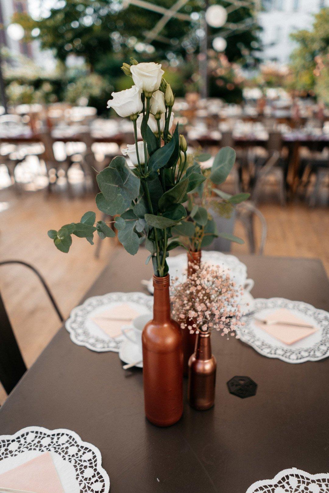 Tischdeko bei der Hochzeit im Rosengarten von Alte Spinnerei Kolbermoor