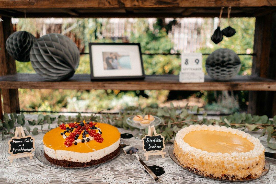 Kuchen-Bar und Torten-Bar bei der Hochzeit