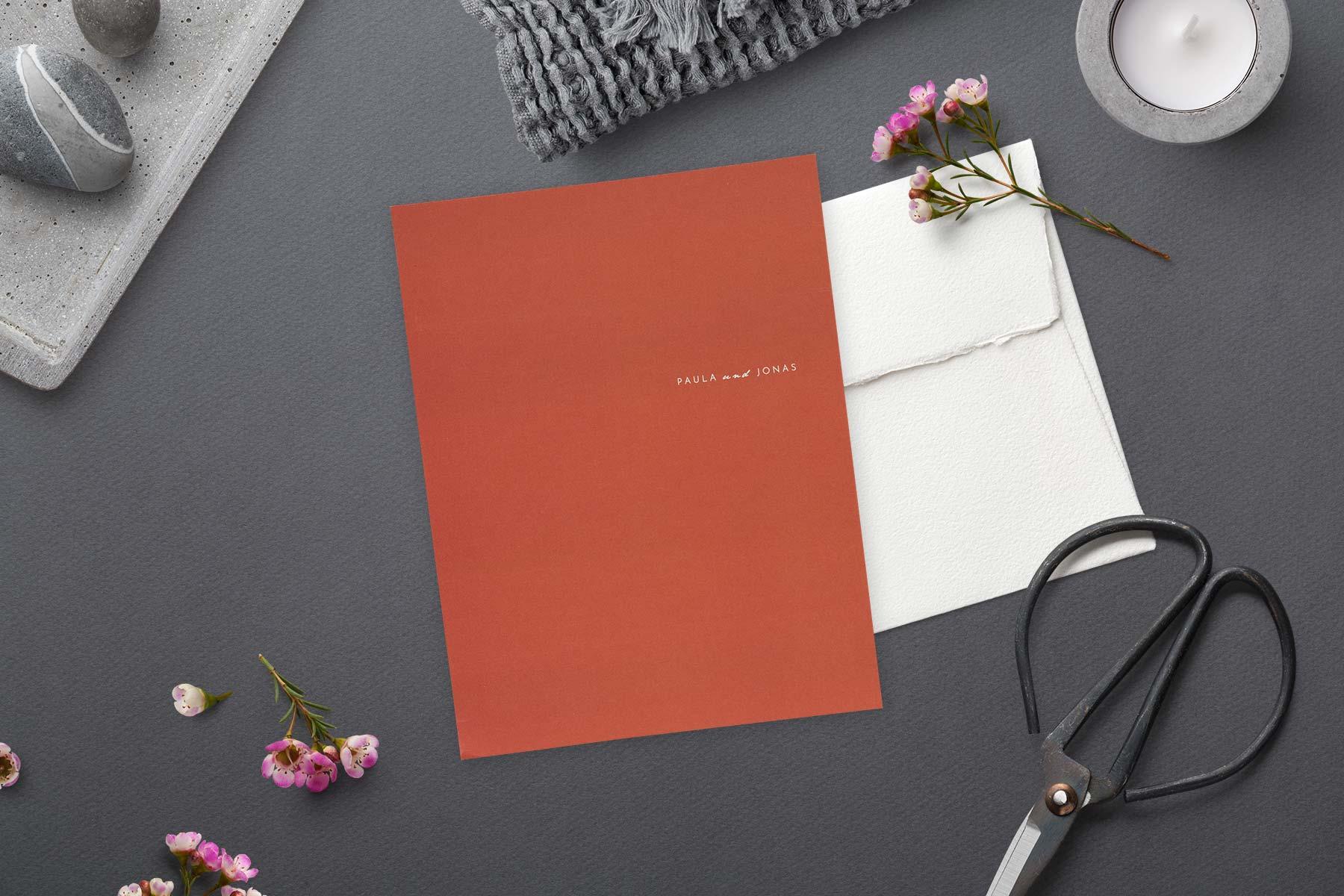 Rosemood Hochzeitseinladung Manuskript im hochkant Format