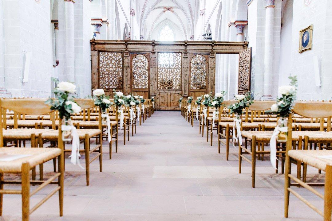 Hochzeit im maritimen Stil: Dekoration der Kirchenbank