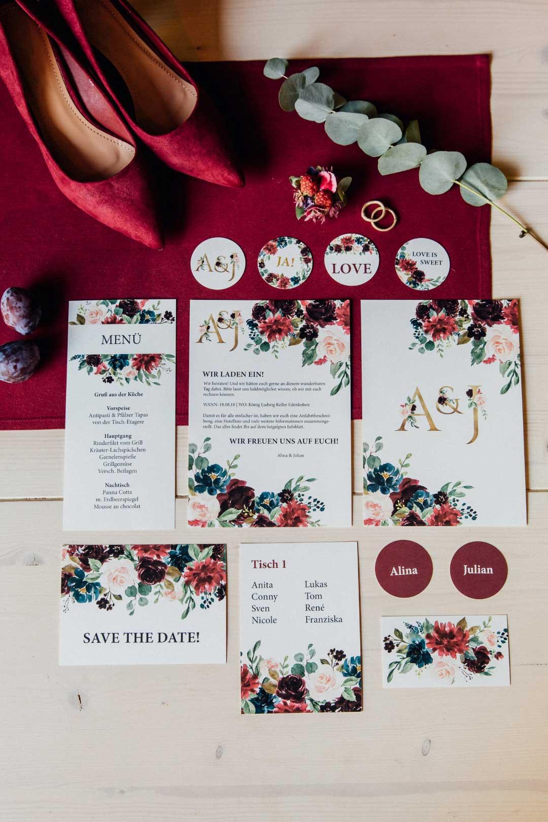 Papeterie zur Hochzeit in kräftigen Farben