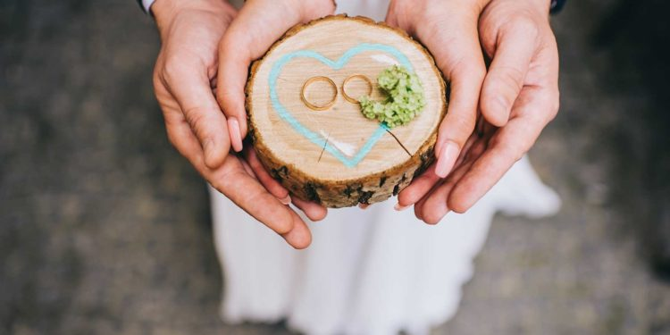 Holzscheiben zur Deko: Unsere Übersicht für eure Hochzeit