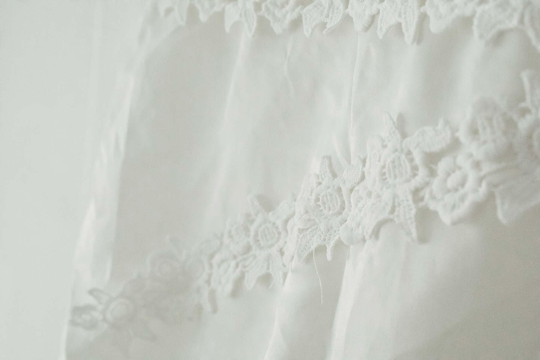 Detailaufnahme von einem Brautkleid bestellt über die Wish App