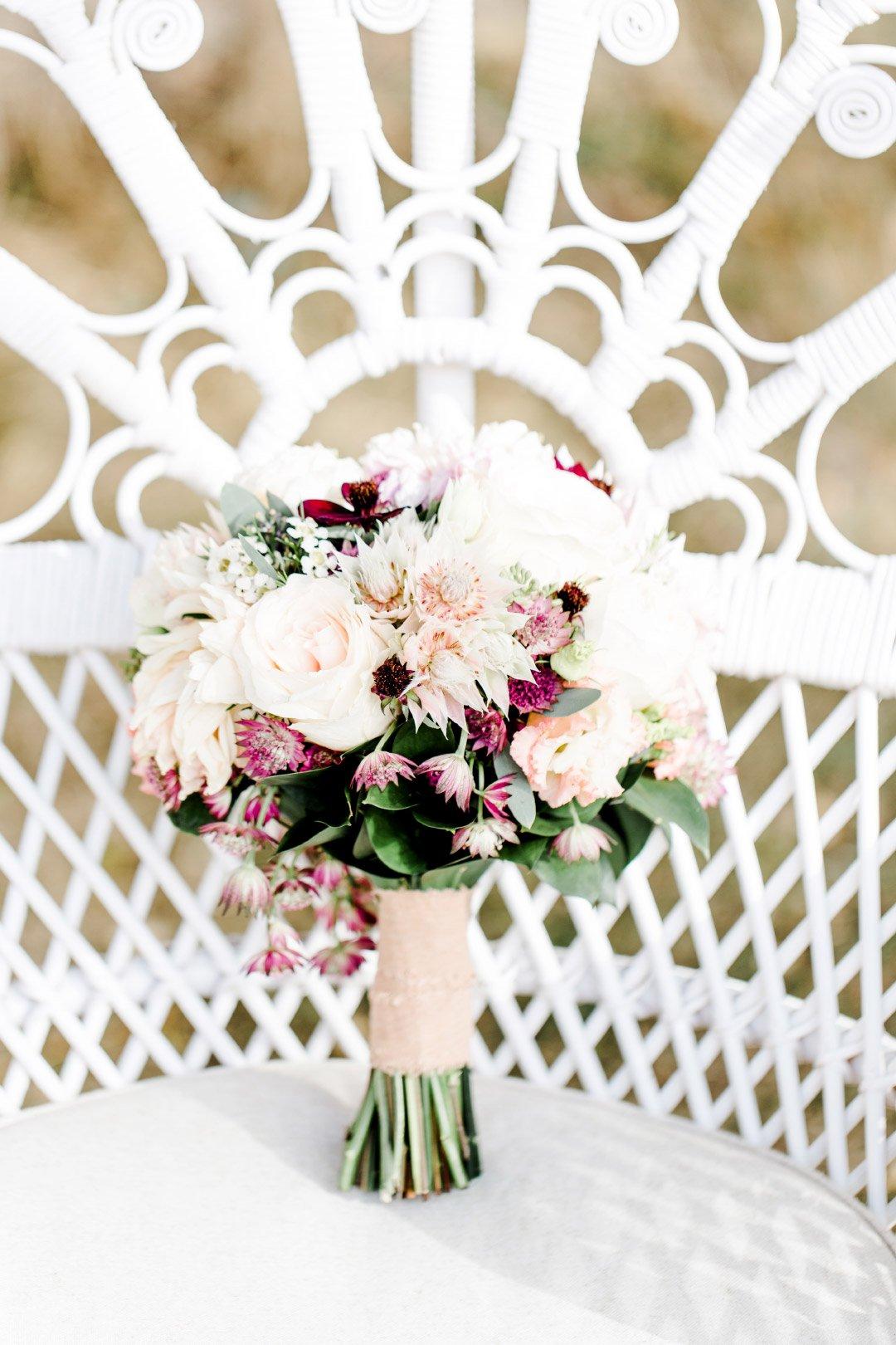 Brautstrauß mit verschiedenen Rosen
