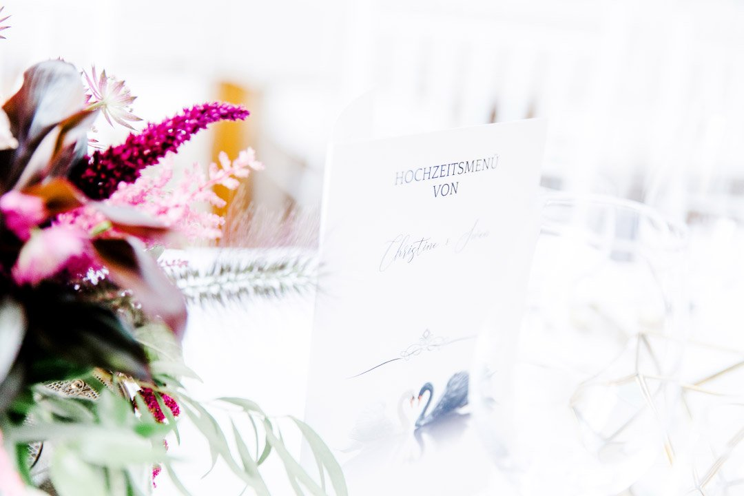 Menükarte bei der Hochzeit mit Schwan