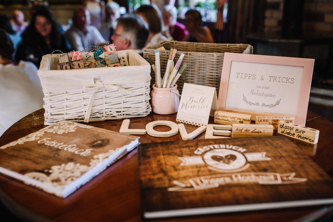 Ländliche Sommer-Hochzeit im rustikalen Stil: Gästebuch