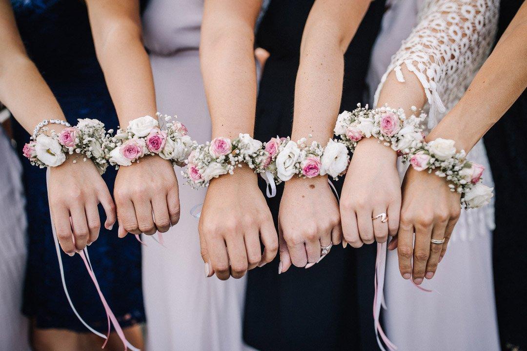 Blumenarmband für die Trauzeugin und Brautjungfern