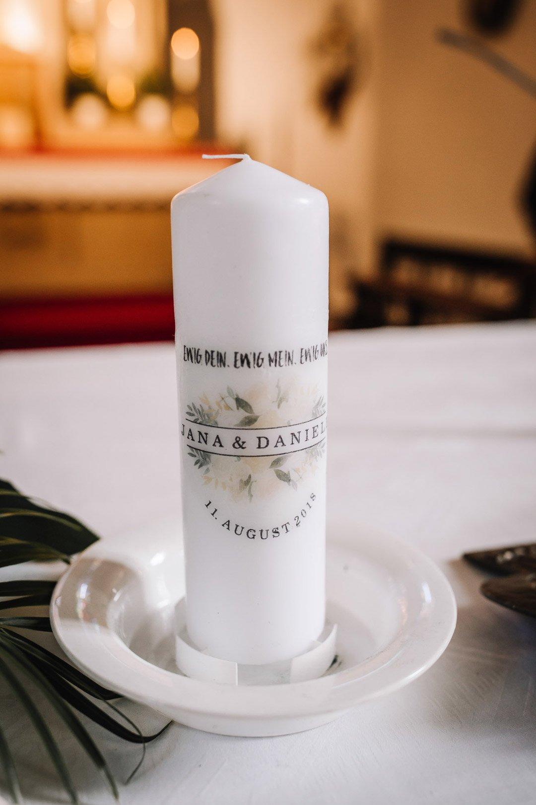 Ländliche Sommer-Hochzeit im rustikalen Stil: Hochzeitskerze