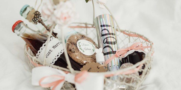 Willkommenstaschen fuer die Gaeste der Hochzeit als Gastgeschenk