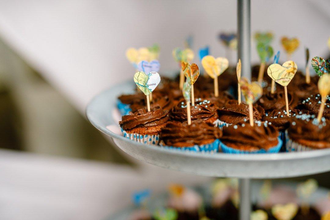 Hochzeit mit Reise als Motto: Karte als Cupcake-Topper
