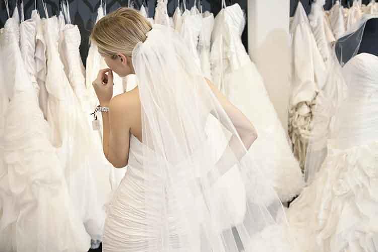 Ihr kauft ein Brautkleid und sucht trotzdem weiter