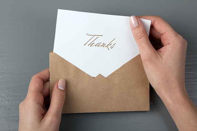 Ihr verschickt die Dankeskarten zu spät