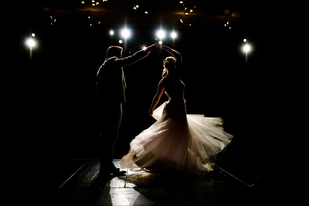 Braut und Bräutigam bei ihrem Tanz auf der Bühne vom Mondpalast Herne